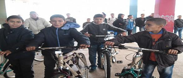 والي جهة الشرق يعطي ببني درار انطلاق عملية توزيع الدراجات الهوائية