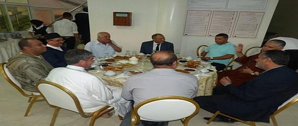 بالصور..بركان:عامل الاقليم يشارك نزلاء الدراق افطار رمضان