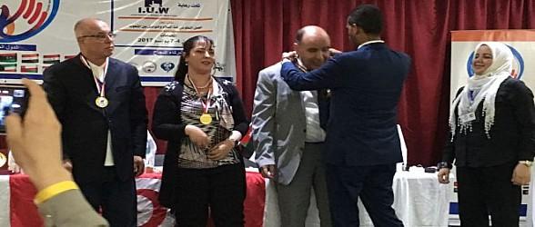 ملتقى السلام الدولي للتطوع والإعلام الإلكتروني بتونس يتوج مصطفى قشنني بميدالية ذهبية فخرية