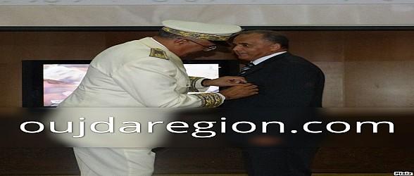 فيديو وصور…والي جهة الشرق يوشح المنعم عليهم بأوسمة ملكية