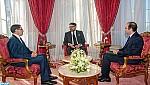 جلالة الملك يستقبل رئيس الحكومة ووزير الصحة