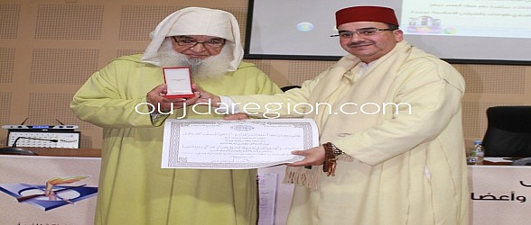 وجدة…جلالة الملك يوشح أئمة المساجد ومندوبية الاوقاف تعقد ندوة لترسيخ قيم الوطنية