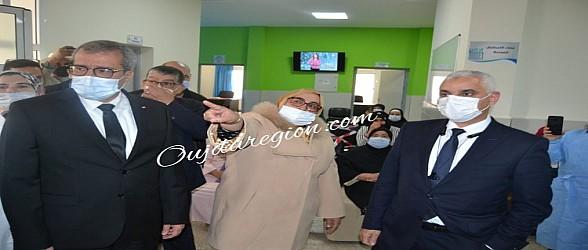 شاهد…وزير الصحة والعامل خليل يتفقدان عملية التلقيح بالناظور وبني انصار