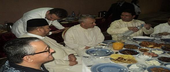 بالفبدبو…..والي الجهة الشرقية والعلامة بنحمزة يترأسان افطار رمضاني بالسجن المحلي لوجدة