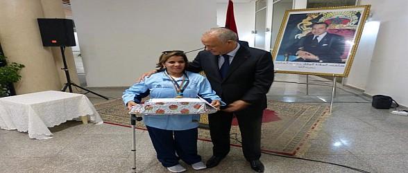 والي جهة الشرق يوشح المنعم عليهم بالأوسمة الملكية
