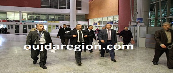 فيديو وصور..لحظة وصول وزير الثقافة المغربي والشخصيات المشاركة في وجدة عاصمة الثقافة