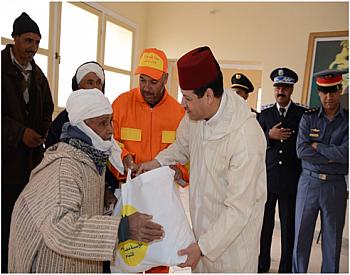 """صور..عامل إقليم جرادة يعطي انطلاقة عملية توزيع الدعم  الغذائي """"رمضان 1439ه"""""""